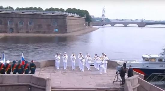 Путин на военно-морской парад в Санкт-Петербурге отправился в плавание