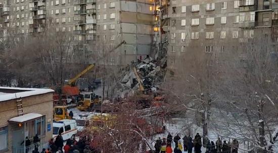 ff355e5799bc Видео - Происшествия - В панельной многоэтажке в Магнитогорске взорвался  газ  видео с места катастрофы